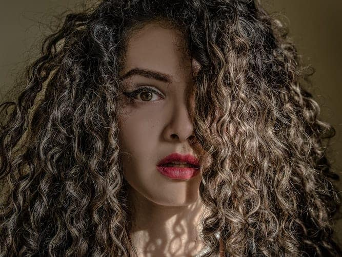 Best Anti Frizz Spray For Curly Hair- Top 3 Products 4
