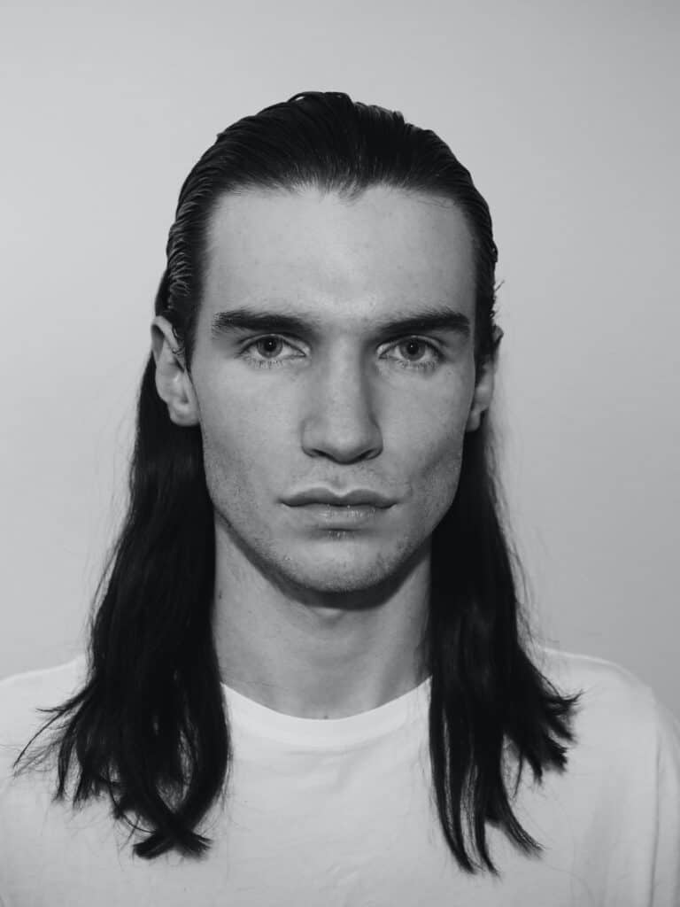 Men's long hairstyles for fine straight hair — 6 Trendy Styles For You! 1